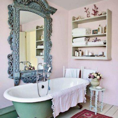 Резное зеркало в ванной в стиле прованс