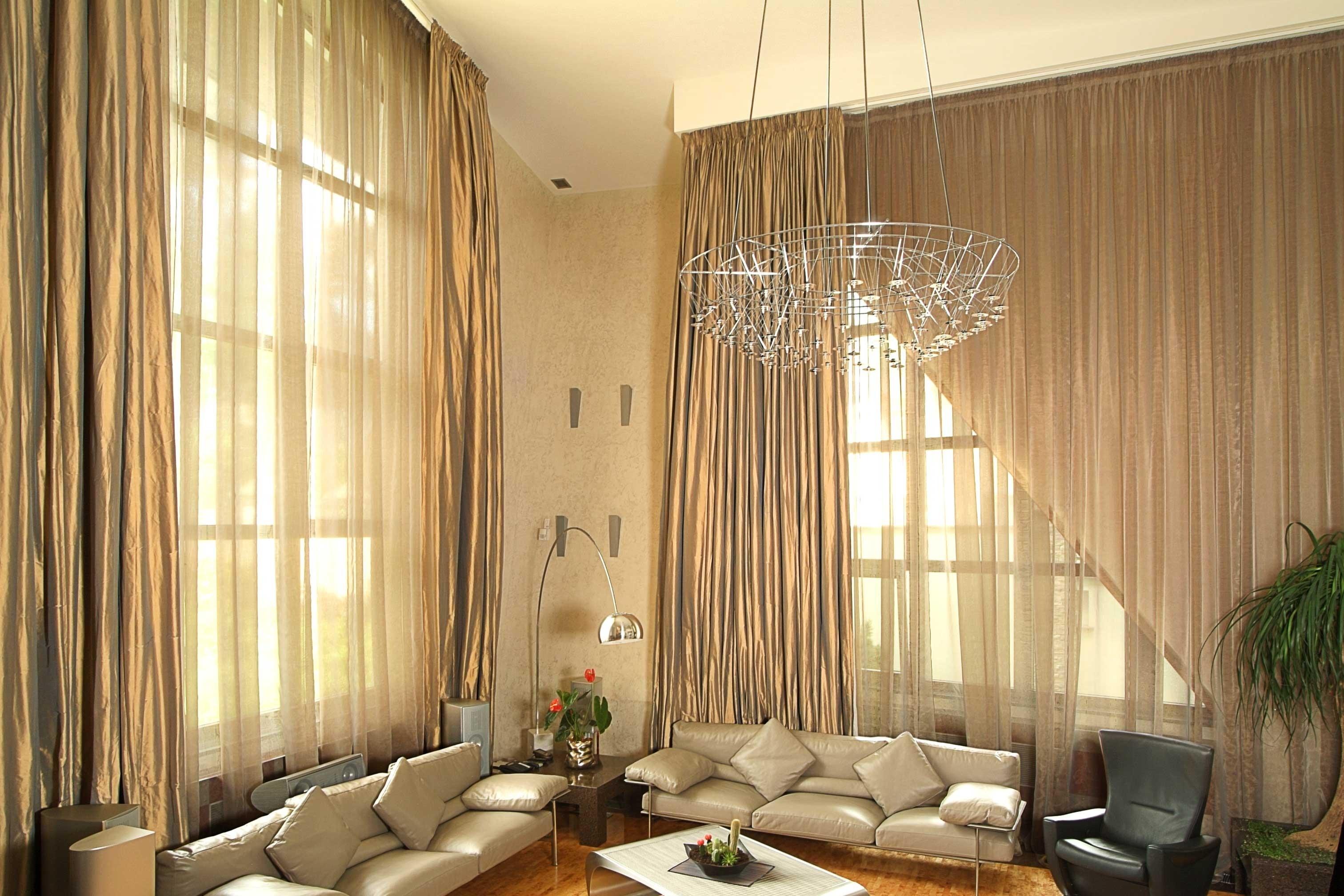 Для штор в стиле модерн характерна ассиметрия