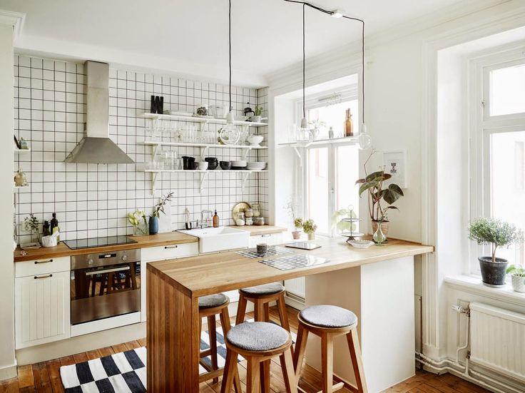 Для оптимизации простанства на кухне-гостиной вместо стола можно разместить барную стойку