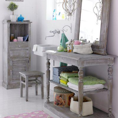 Состаренная мебель в ванной прованс