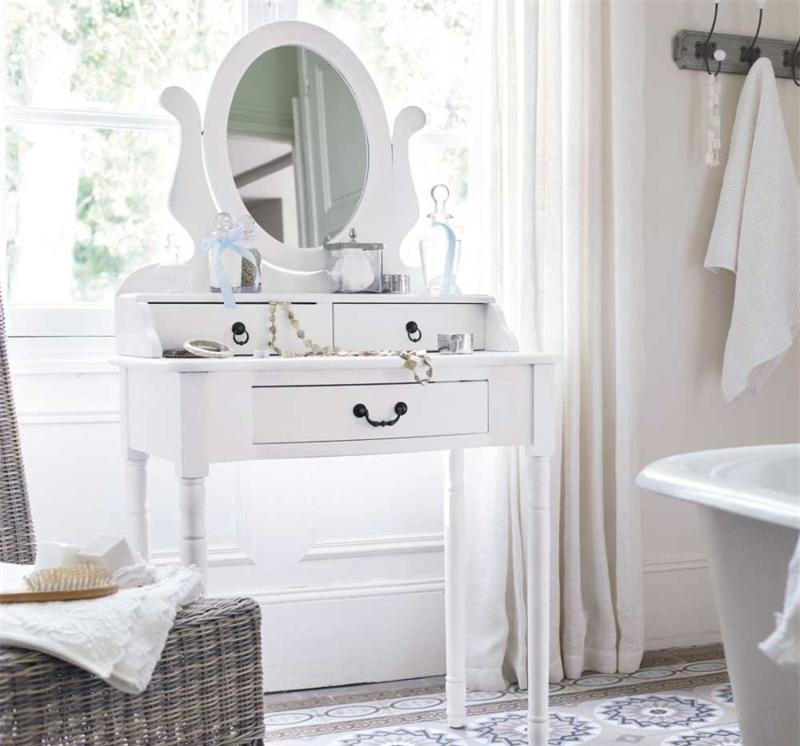 Туалетный столик с зеркалом в стиле прованс