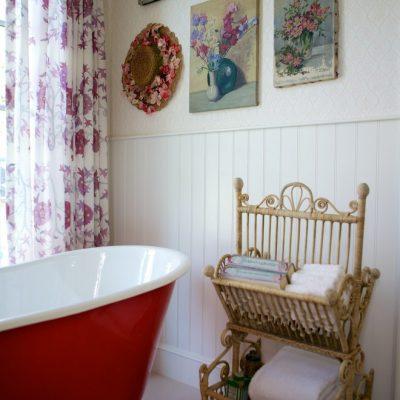 Украшение ванной картинами в стиле прованс