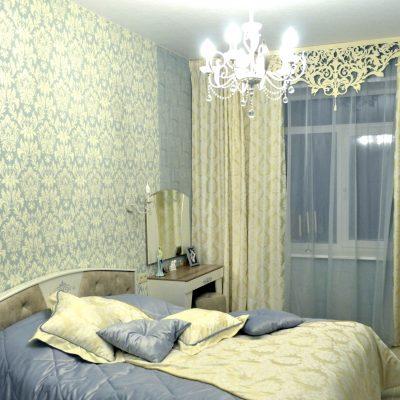 Ажурный ламбрекен в спальне светлый