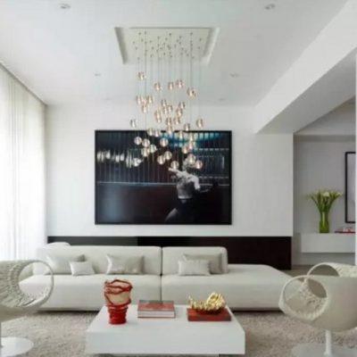 Вариант люстры в гостиную современного стиля