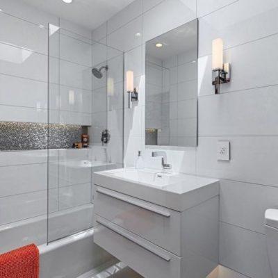 Белая кафель в ванной