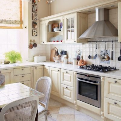 Кухня бежевая