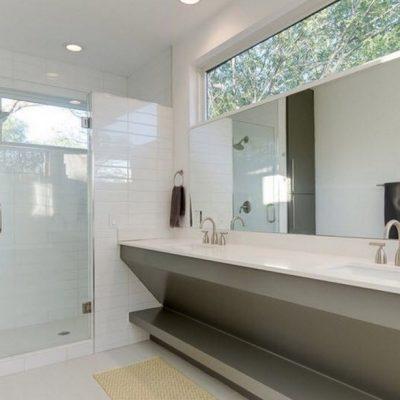 Длинная ванная комната