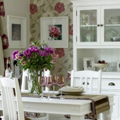 Прованс оформление комнаты кухни обоями в интерьере на фото примере