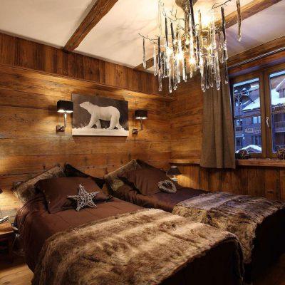 Огромная спальня шале