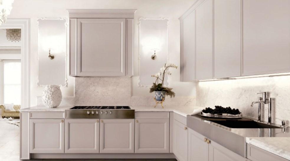 Светлая кухня в белых тонах на фото