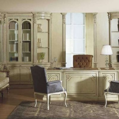 Светлый кабинет в классическом стиле