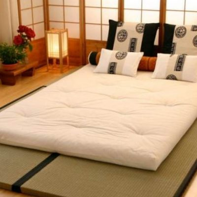 Кровать на полу