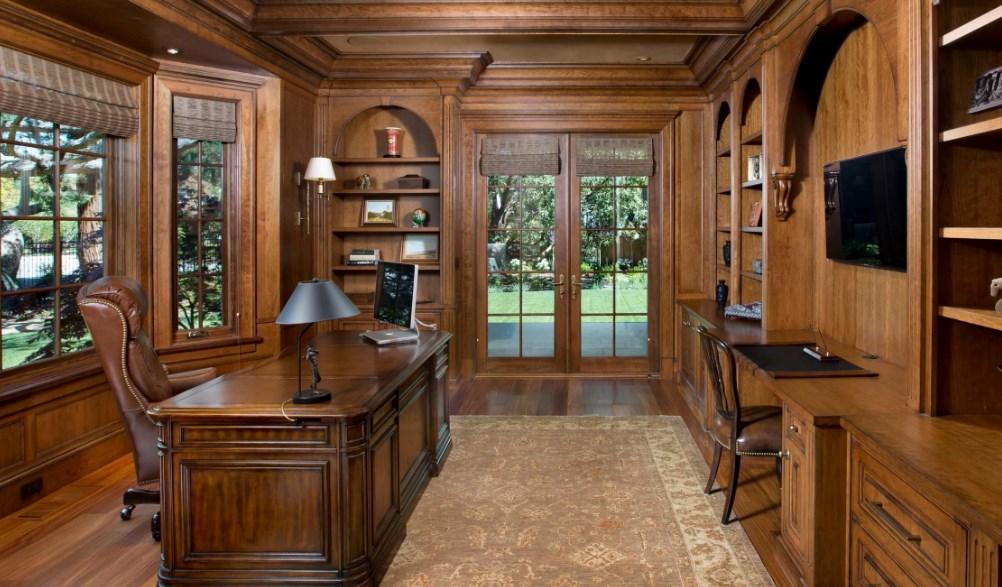 Фото кабинета на примере классики стиля