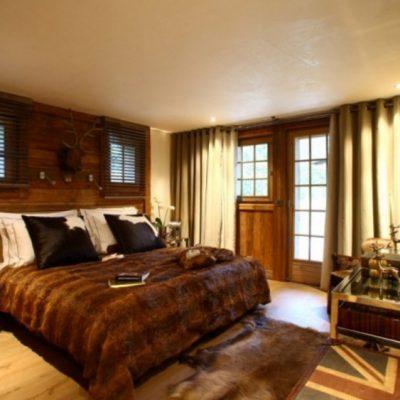 Спальня шале со шторами