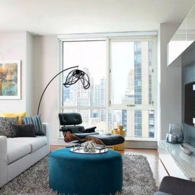 Светильники в интерьере гостиной современности