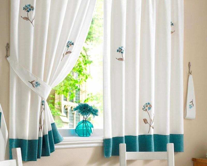 Душевное оформление окон: шторы на кухню в стиле прованс