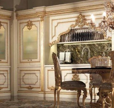 Мебель барокко стиля на кухне с узорами