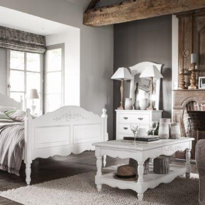 Отделка деревом стен спальни шале стиля сплаьни в стиле шале
