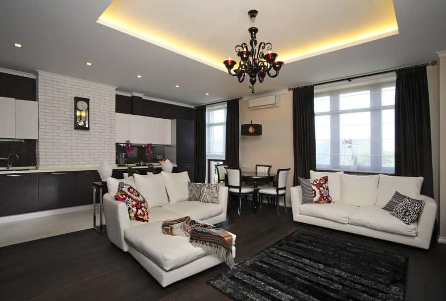 Чёрно-белый стиль комнаты с люстрой