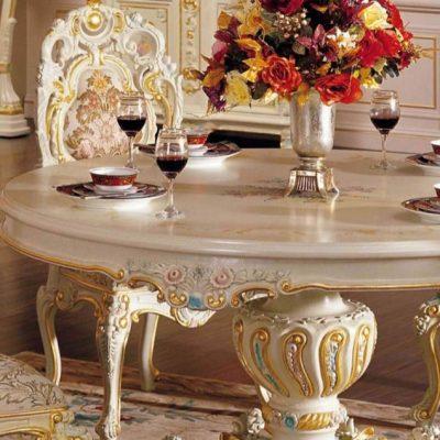 Стол на кухне барокко