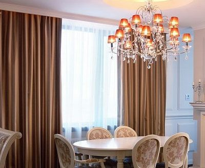 Стильная гостиная со шторами
