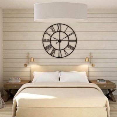 Часы украшение спальни