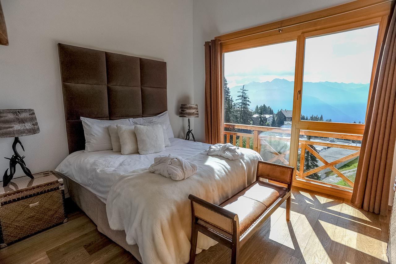 Отделка спальни шале стиля