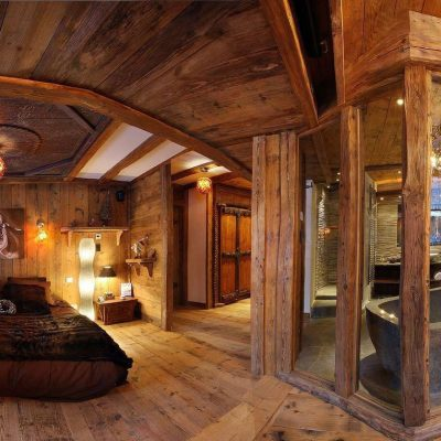 Отделка потолка спальни в стиле альпийское шале
