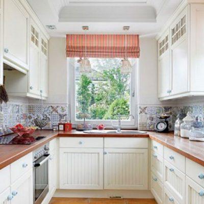 Кухня в интерьере со шторами