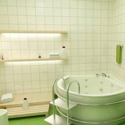Глубокая ванная в интерьере