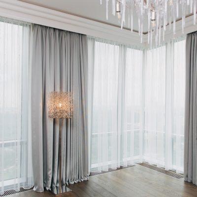 Серые прямые шторы