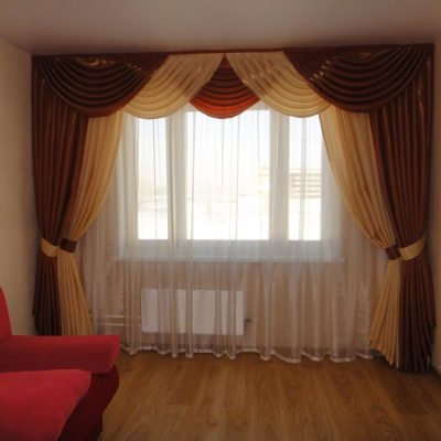 Вариант штор для комнаты зала