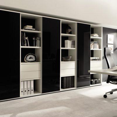 Интерьер кабинета с мебелью в черном цвете на фото