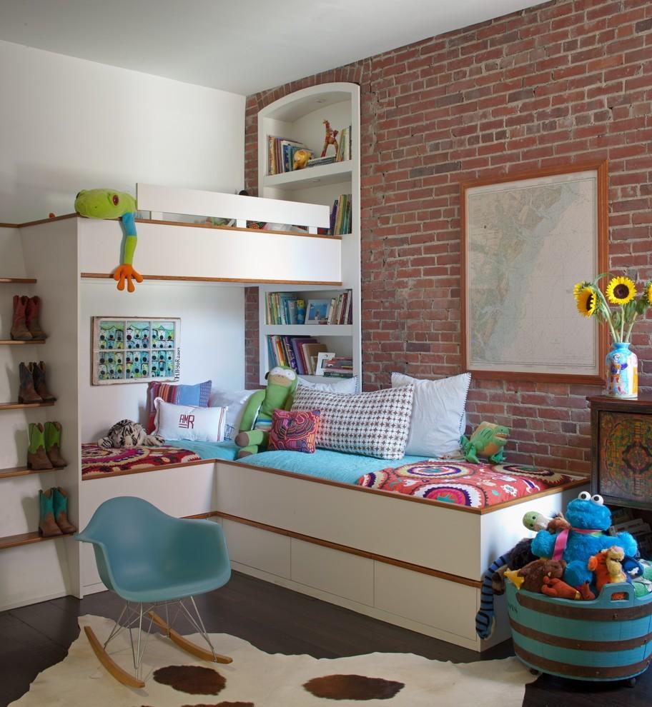 Двухъярусная кровать сэкономит место и создаст иллюзию наличия полуэтажа