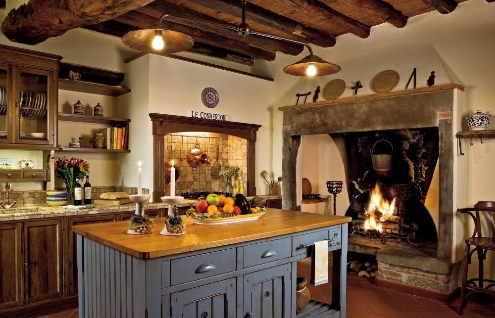 Невозможно представить деревенскую кухню без настоящего очага