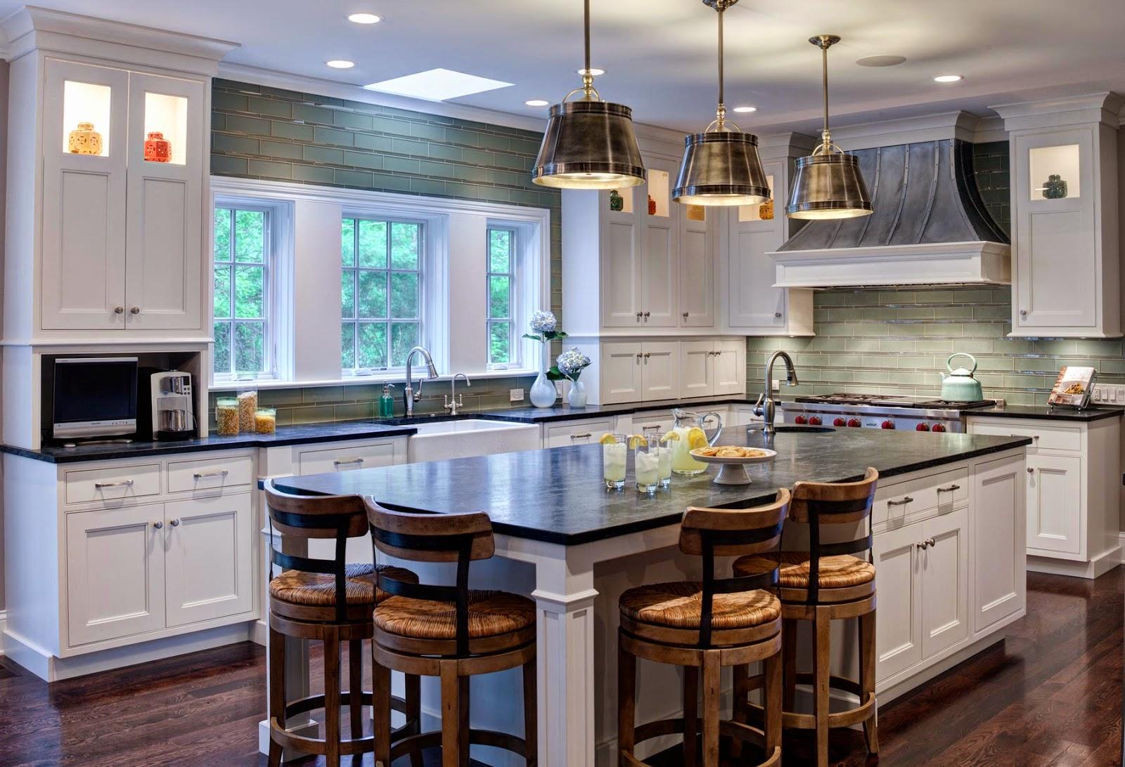 Чтобы разместить остров на кухне, требуется достаточно большое пространство