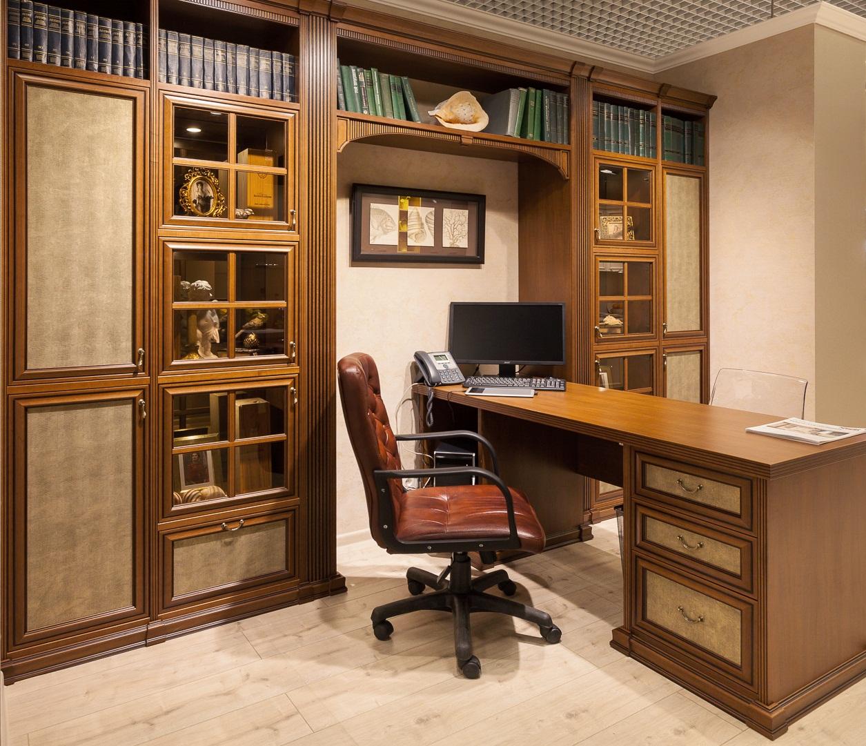 Немаловажным приобретением для кабинета будут вместительные шкафы