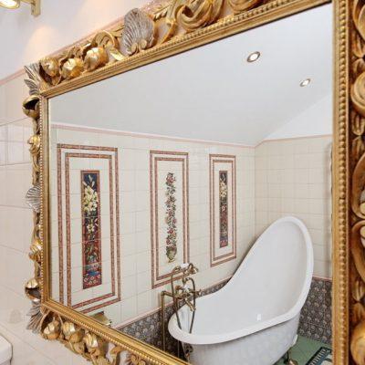 Зеркало в английском стиле