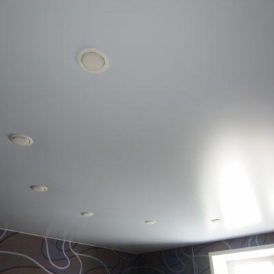 Белый потолок матовый