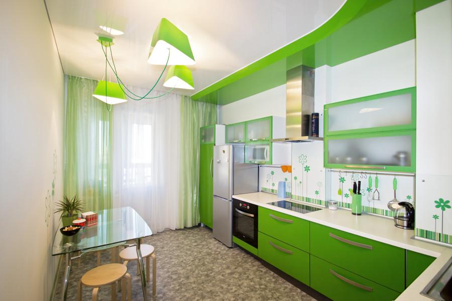 Преимущества и недостатки использования натяжных потолков на кухне