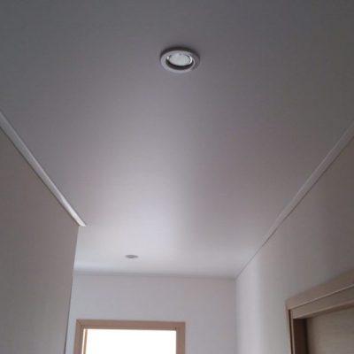 Белый сатиновый потолок