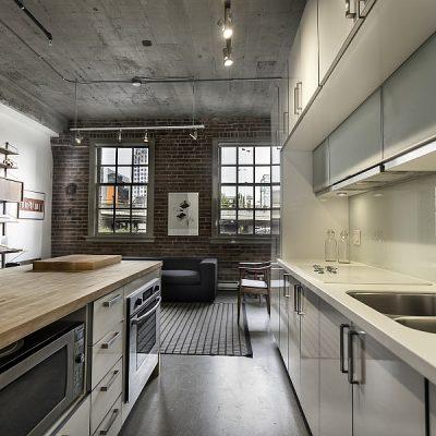 Деревянный потолок серый