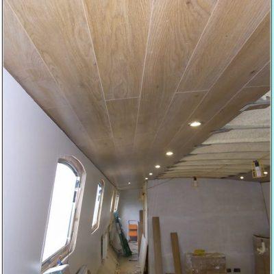 Ламинатный потолок в доме
