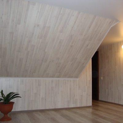 Ламинат на стенах