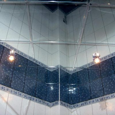 Навесной зеркальный потолок