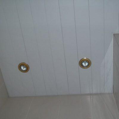 Реечный потолок в доме