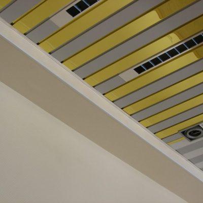 Реечный потолок фото пример