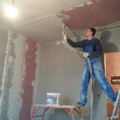Штукатурим потолок