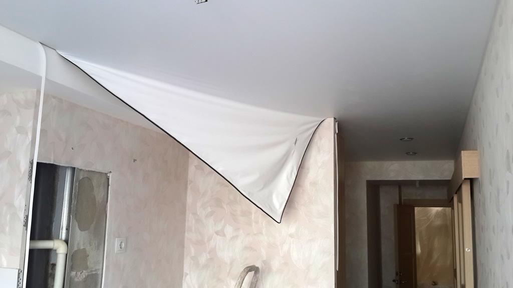 В каких случаях возможен ремонт натяжного потолка