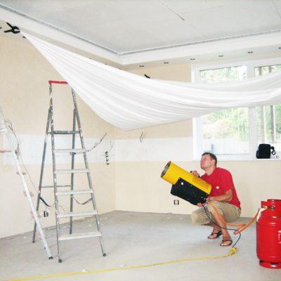 Как нятягивают потолок